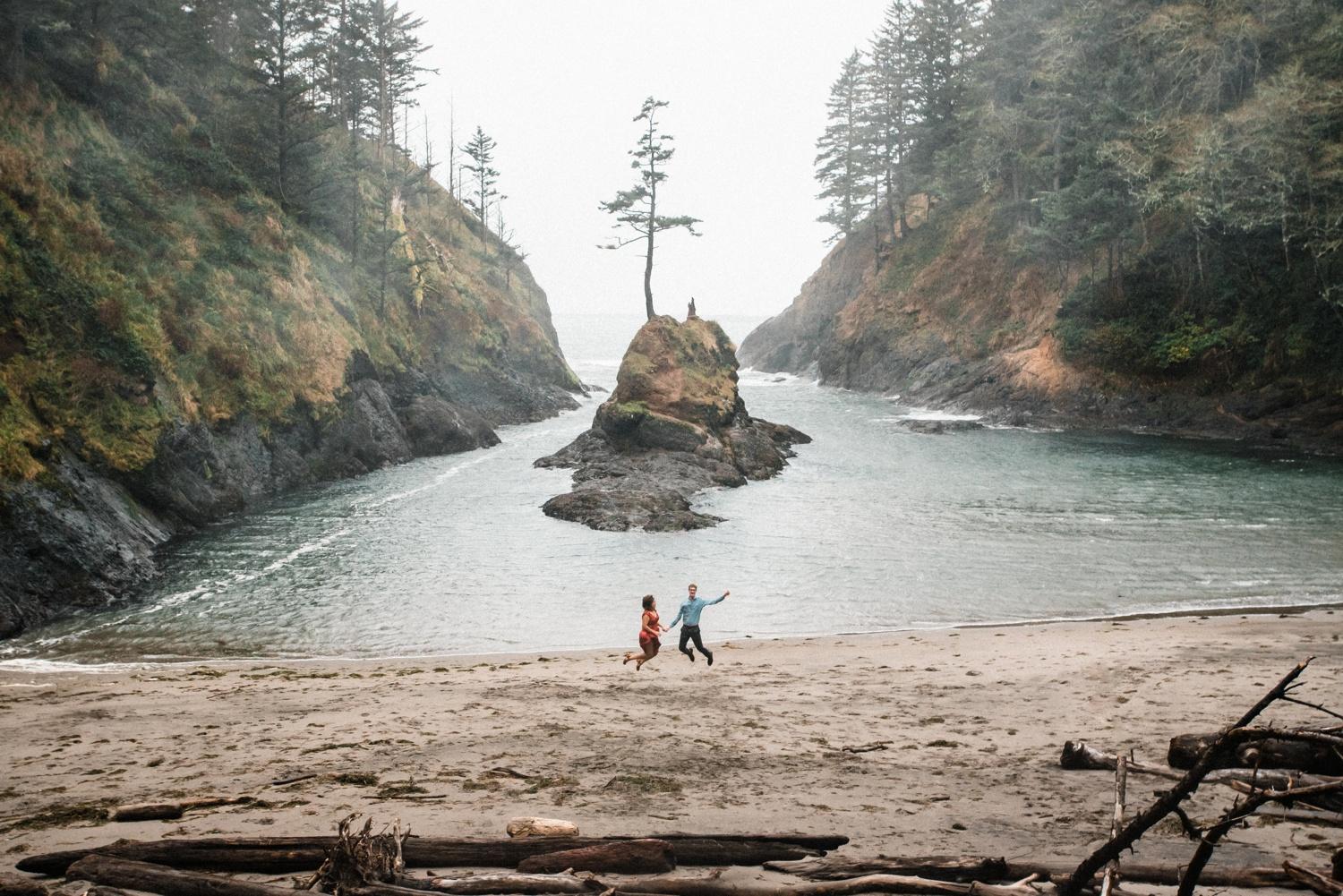 Cape_Disappointment_Engagment_Kailey_Alex_The_Foxes_Photography_079.jpg