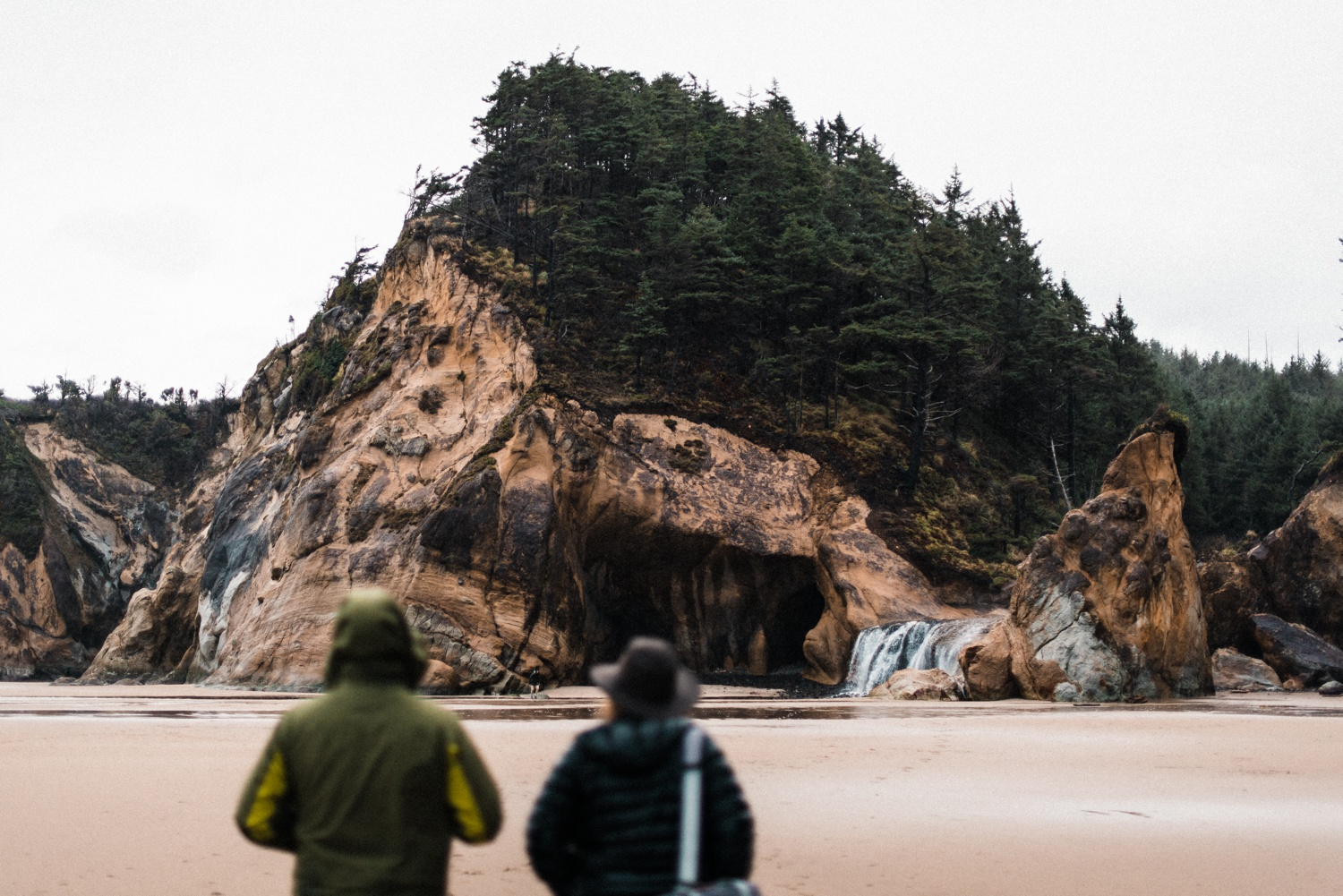 Hug_Point_Engagement_Oregon_Coast_The_Foxes_Photography_001.jpg