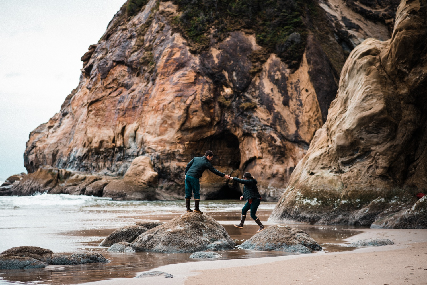 Hug_Point_Engagement_Oregon_Coast_The_Foxes_Photography_040.jpg