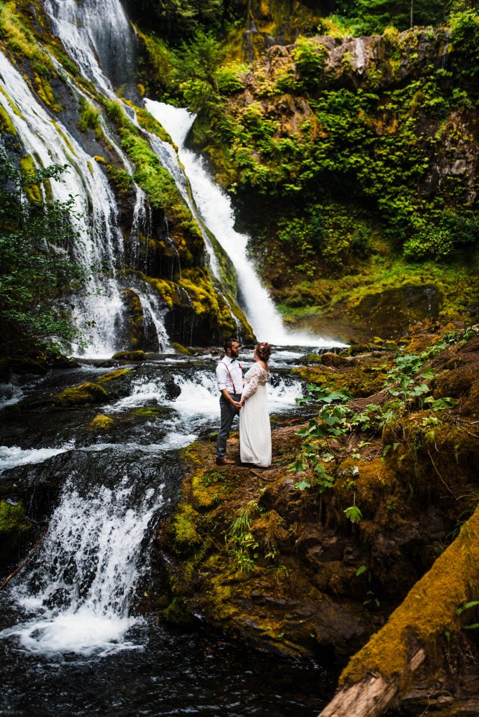 Best places to elope in Oregon waterfall elopement