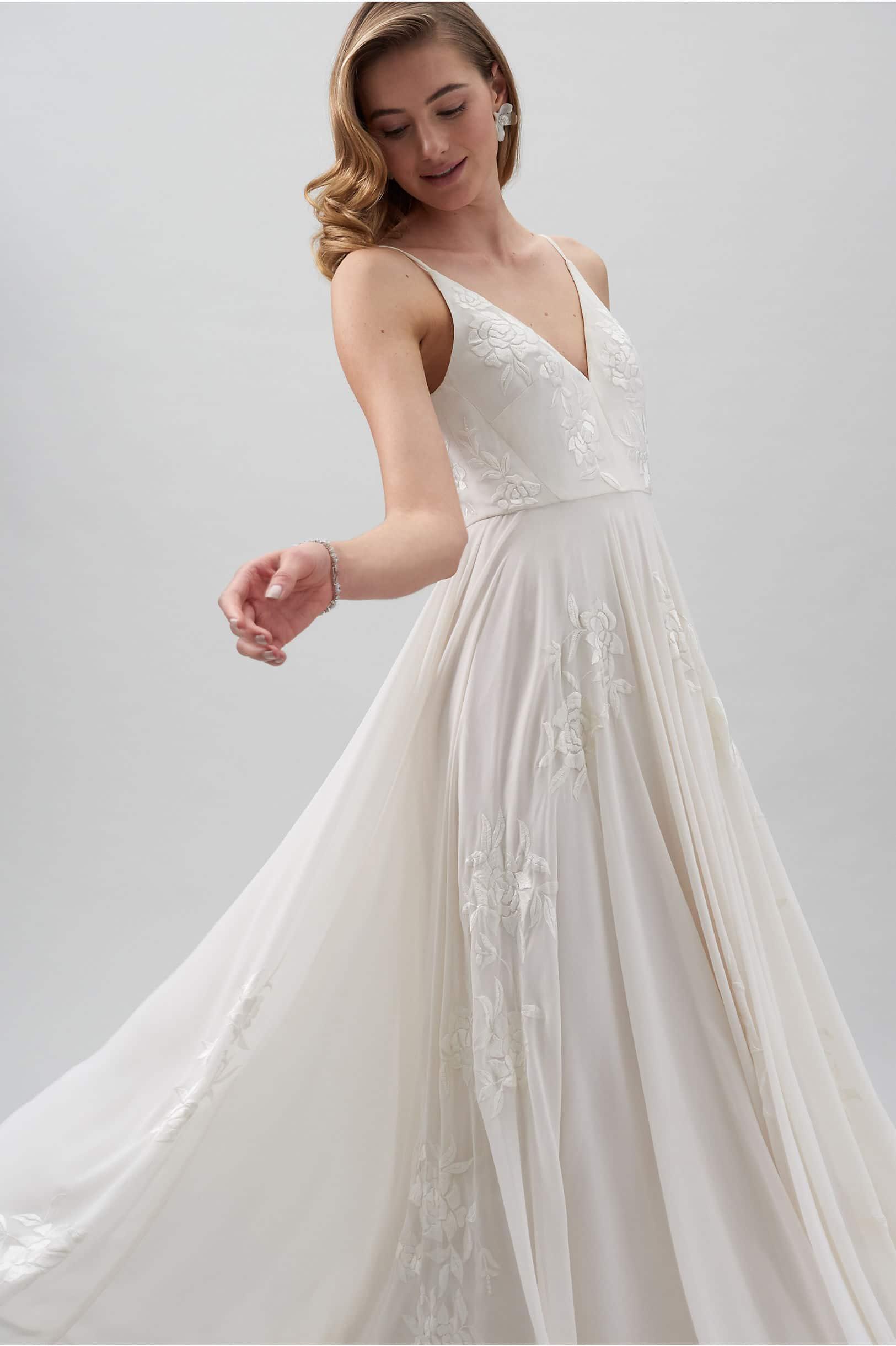 10 Best Elopement Wedding Dress Styles The Fo
