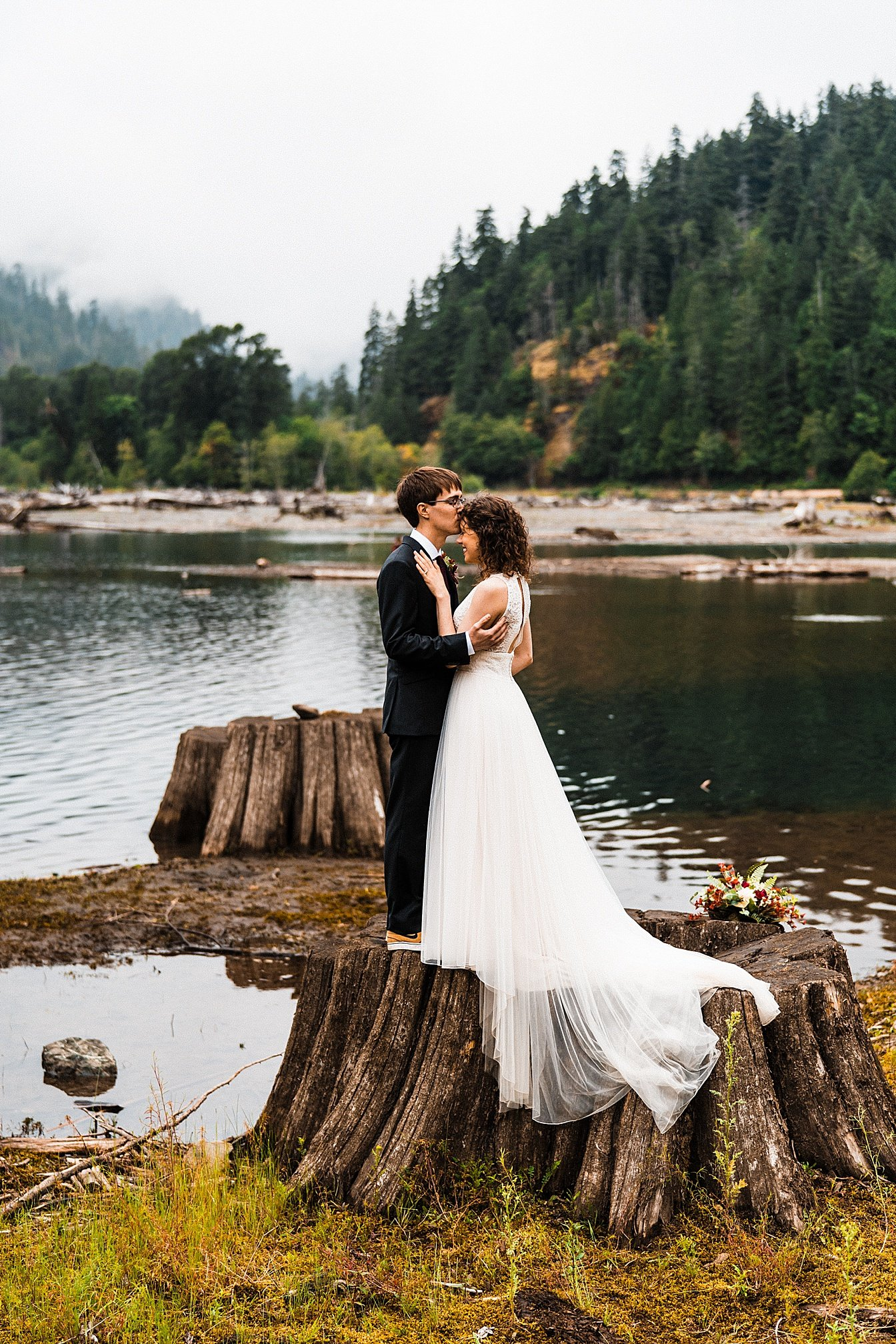 lake-cushman-elopement_0014.jpg